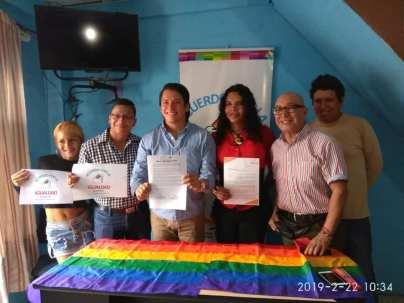 Centro democrático a traves de jorge velez firma acuerdo por la igualdad lgbt con jimmy jairala (4)