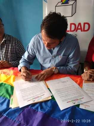 Centro democrático a traves de jorge velez firma acuerdo por la igualdad lgbt con jimmy jairala (7)