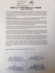 Consejales de Izquierda Democrática y Vive firman acuerdo por la igualdad LGBTI Quito (1)