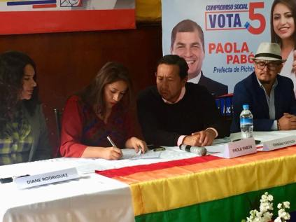Firma Acuerdo Por la Igualdad Paola Pabon prefecta y Federacion ecuatoriana de organizaciones LGBT (10)