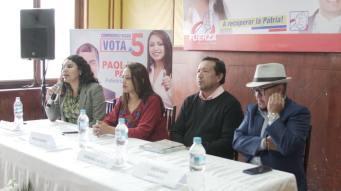 Firma Acuerdo Por la Igualdad Paola Pabon prefecta y Federacion ecuatoriana de organizaciones LGBT y Diane Rodriguez