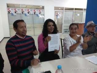 firma del acuerdo por la igualdad entre Diane Rodriguez y Luisa Maldonado candidata a la alcaldia de quito (13)