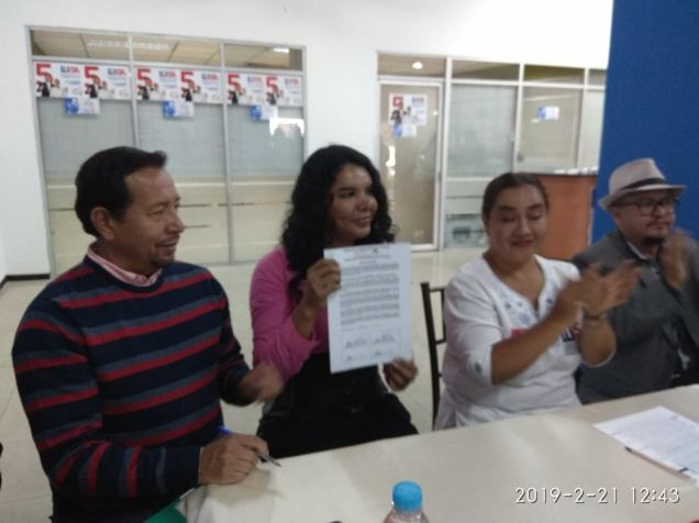firma del acuerdo por la igualdad entre Diane Rodriguez y Luisa Maldonado candidata a la alcaldia de quito (18)