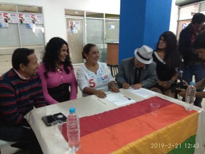 firma del acuerdo por la igualdad entre Diane Rodriguez y Luisa Maldonado candidata a la alcaldia de quito (19)