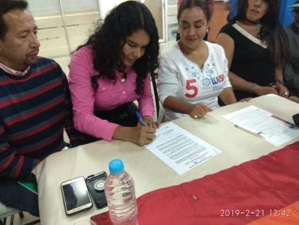 firma del acuerdo por la igualdad entre Diane Rodriguez y Luisa Maldonado candidata a la alcaldia de quito (9)