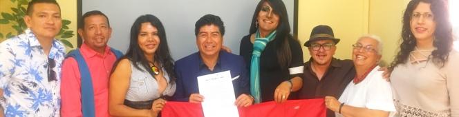 Candidato Jorge Yunda firmó el Acuerdo LGBT con organizaciones deQuito